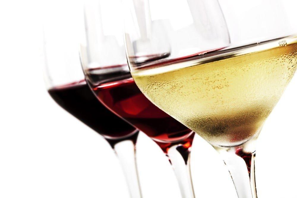 3 forskellige vine i glas